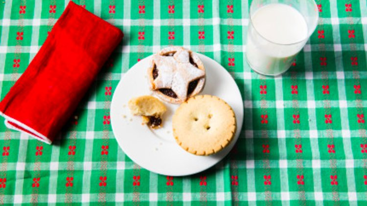 Santa's UK Night Out: 16 Million Mince Pies